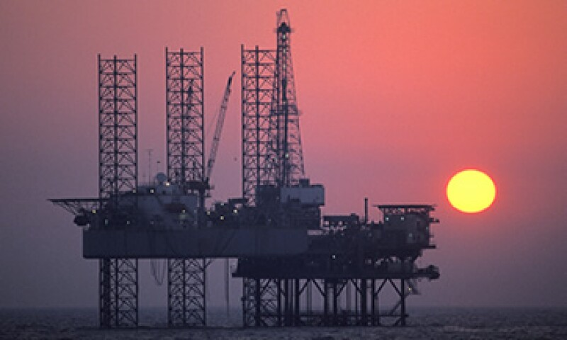 Las decepcionantes cifras de EU borraron el avance de más de 2 dólares que había logrado el petróleo. (Foto: Reuters)