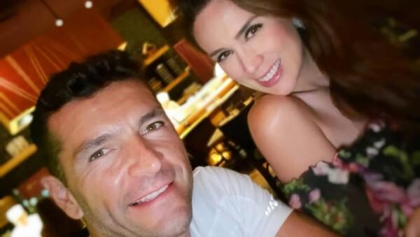 Jacky Bracamontes y Martin Fuentes anuncian el sexo de sus bebés