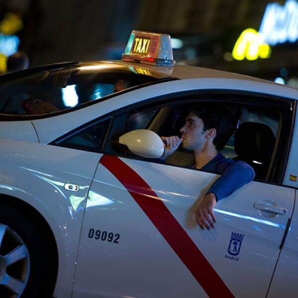 En la capital ibérica predomina el color blanco en los taxis.