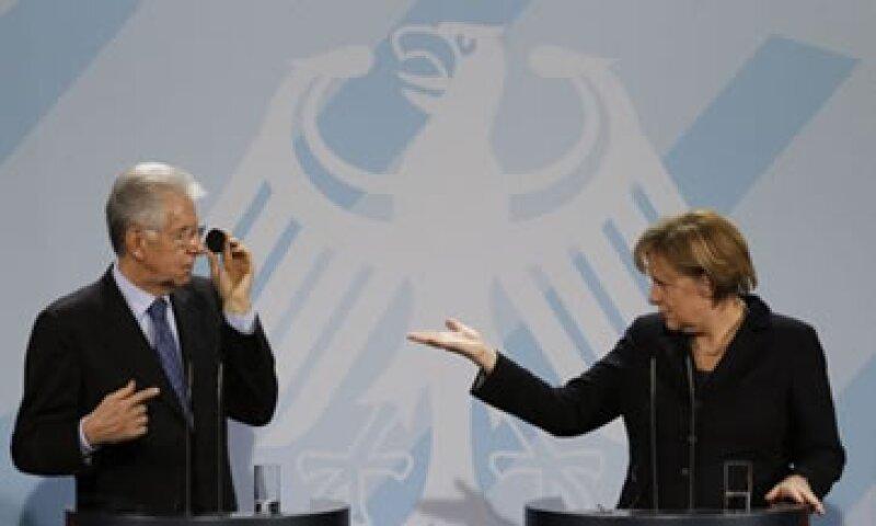 La canciller alemana, Angela Merkel, expresó su admiración por la rápida manera en que Italia ha lanzado reformas fiscales. (Foto: Reuters)
