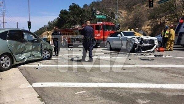 La matriarca del clan Kardashian resultó lesionada luego de que fuera impactada por un auto que se pasó el alto en Calabasas, California.