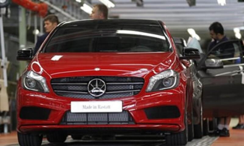 Daimler, el fabricante de los autos Mercedes-Benz, espera ganar 9,000 mde este año. (Foto: Reuters)