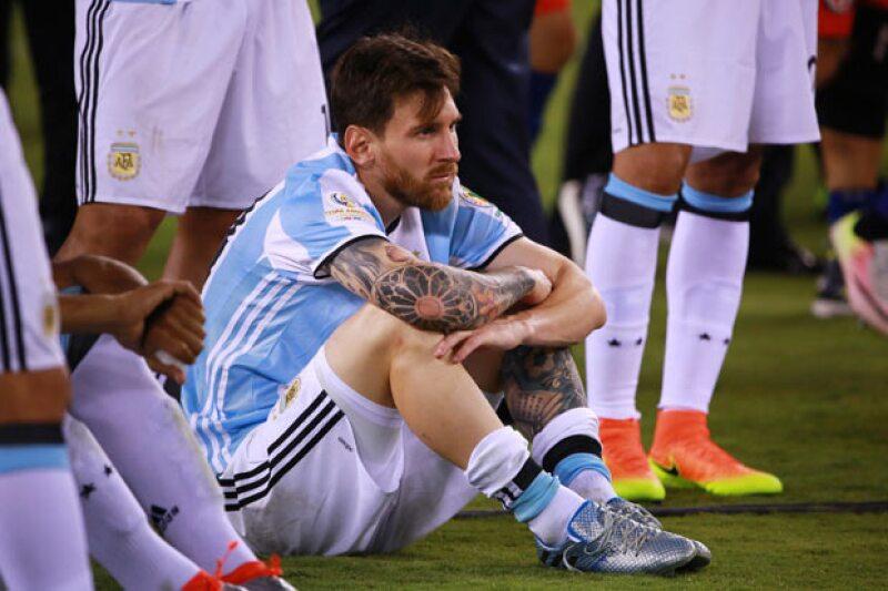 En las últimas 24 horas el famoso jugador de futbol se ha convertido en el tema principal de los portales deportivos y del mundo entero, por lo que te explicamos qué es lo que sucede.