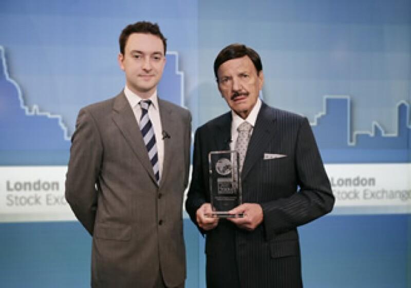 Roberto González (derecha), presidente del consejo de administración, recibió el premio en la Bolsa de Valores de Londres (Foto: Cortesía Gruma)