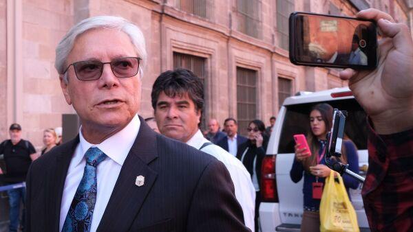 Jaime Bonilla, gobernador de Baja California, durante su llegada a la reunión de la Conago.
