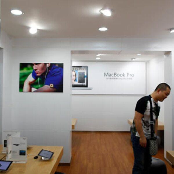 Tras darse a conocer el que en la ciudad de Kunming existían tiendas de Apple piratas, el Gobierno decidió cerrar dos…por no contar con el permiso comercial oficial.