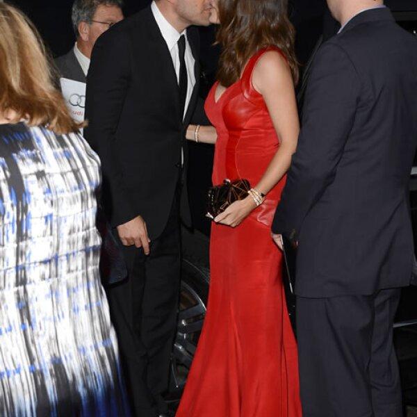 Ben besaba a Jennifer a cada momento.