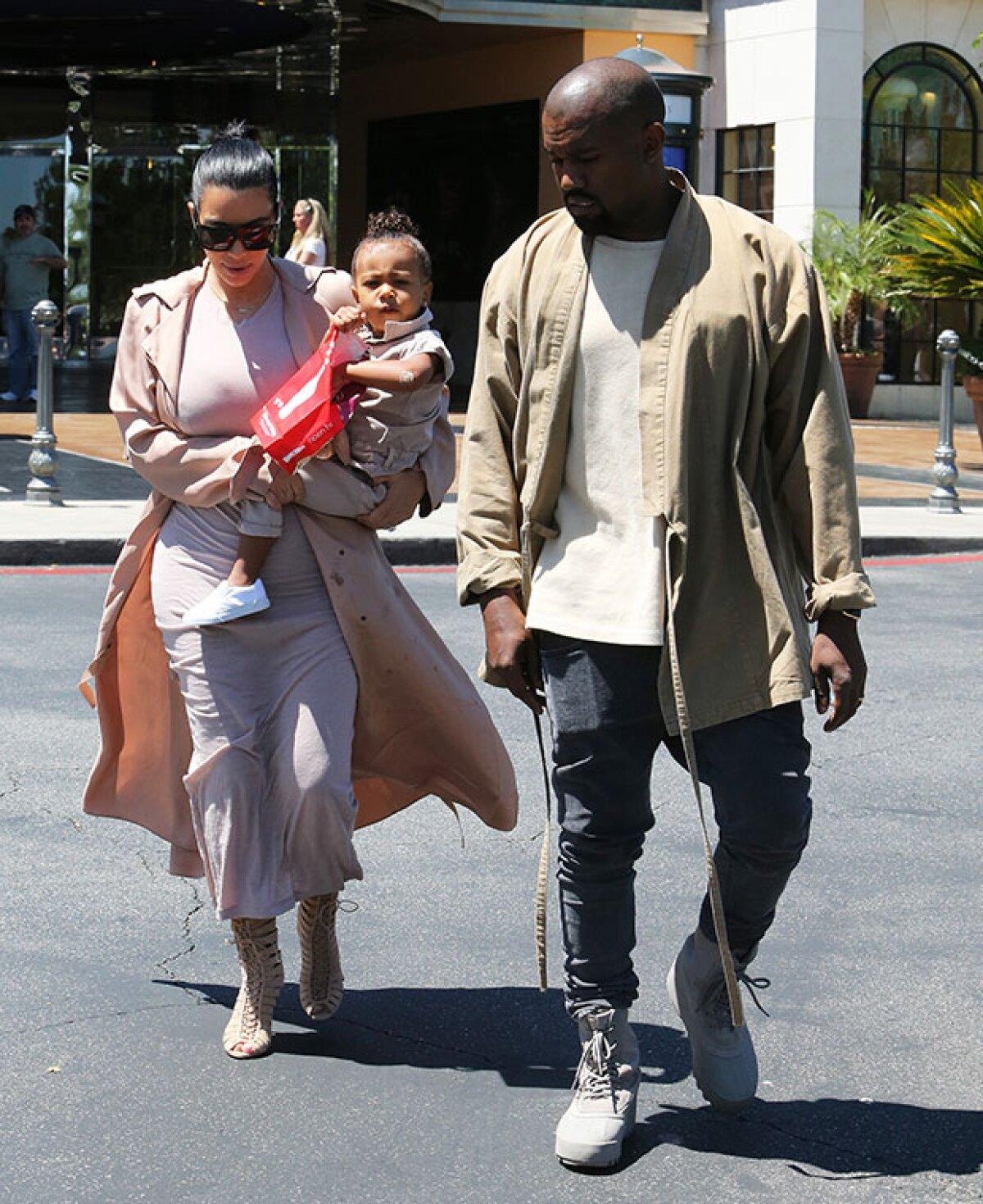 North usa abrigo de Kim de 4 mil 500 dólares como servilleta