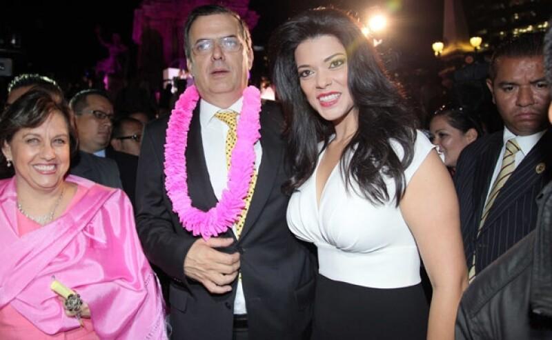 El jefe de Gobierno del DF llegó acompañado de su novia Rosalinda Bueso.