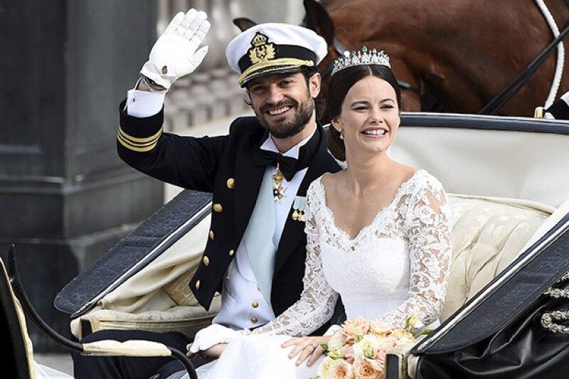 """Fue en la capilla real de Estocolmo donde, después de cinco años de relación, la pareja dijo """"Sí, acepto"""", acompañada de su familia y amigos cercanos."""