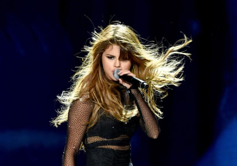 Autoridades ya están en la búsqueda del hombre que atacó a la adolescente durante el show que ofreció la cantante en Melbourne, Australia.
