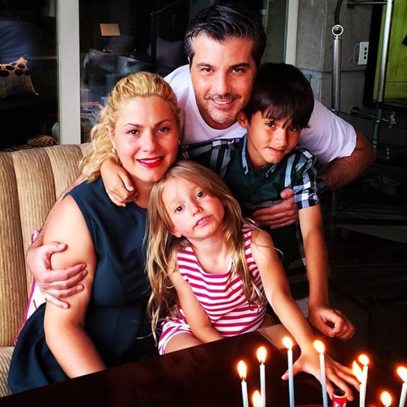 Liliana Sada y Ernesto Ibarra  acompañado de sus hijos.