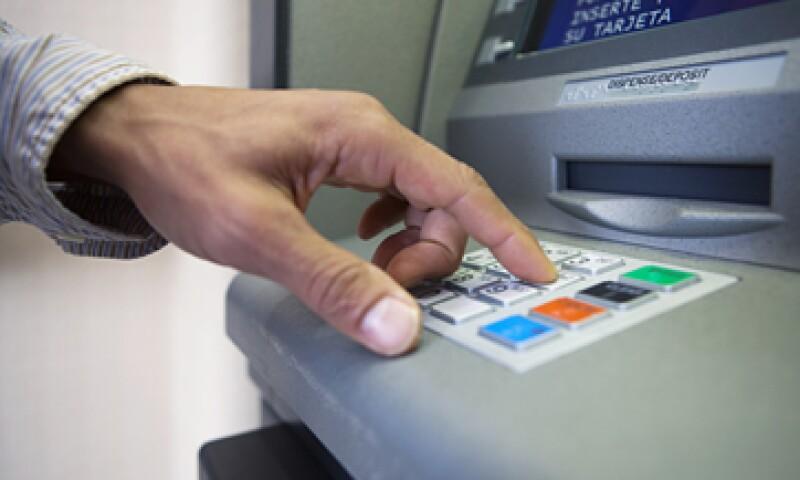 Los clientes de la banca tienen a su disposición los servicios por teléfono e internet. (Foto: Getty Images)