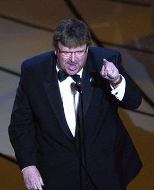 """Moore aprovechó el momento para """"exponer"""" sus ideas acerca del presidente Bush."""