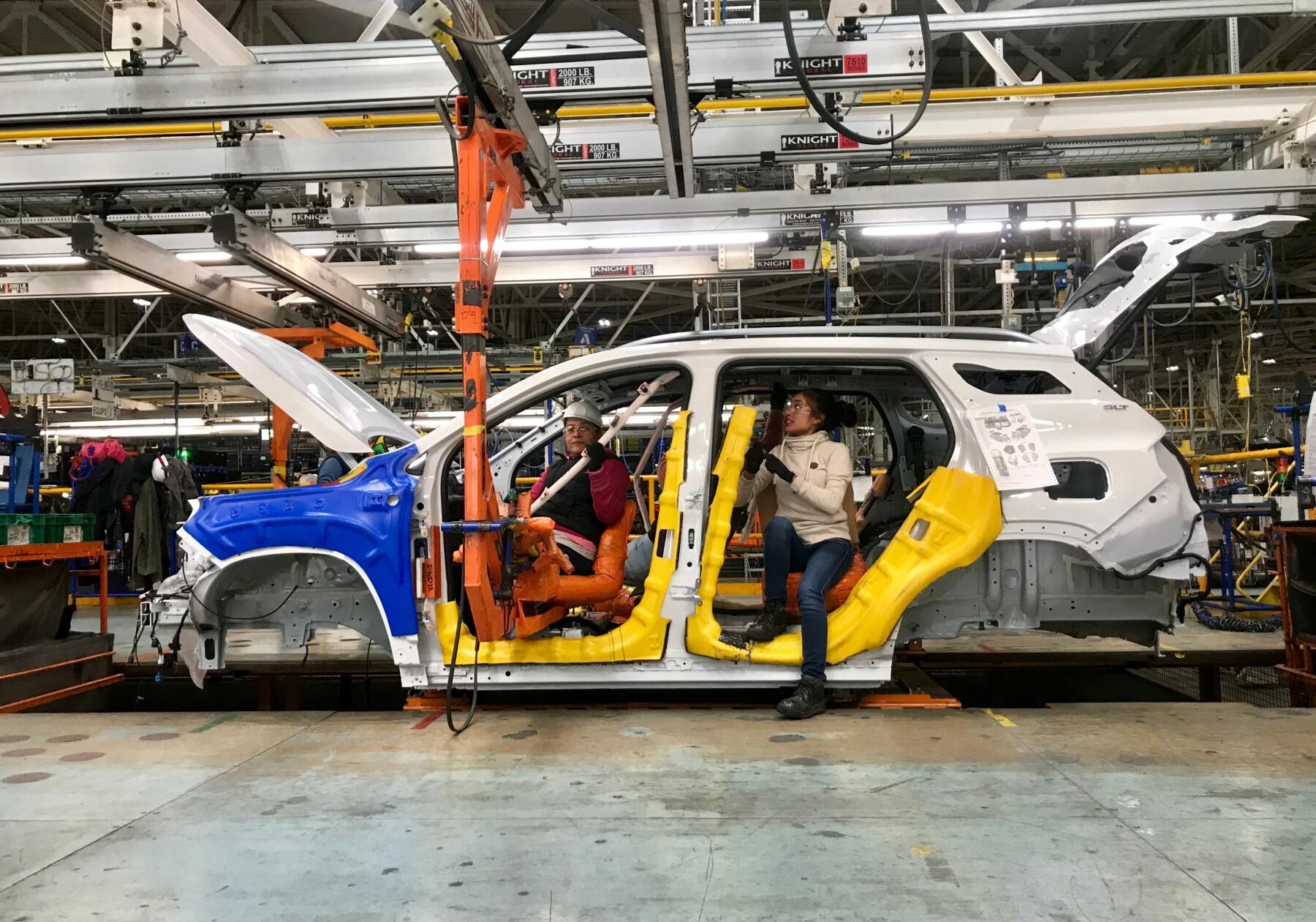 Mujeres en la manufactura.JPG