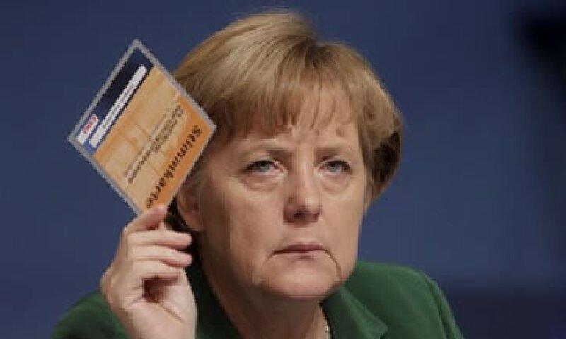 Merkel también reiteró su oposición a que el BCE tome un rol más activo en la crisis de deuda. (Foto: Reuters)