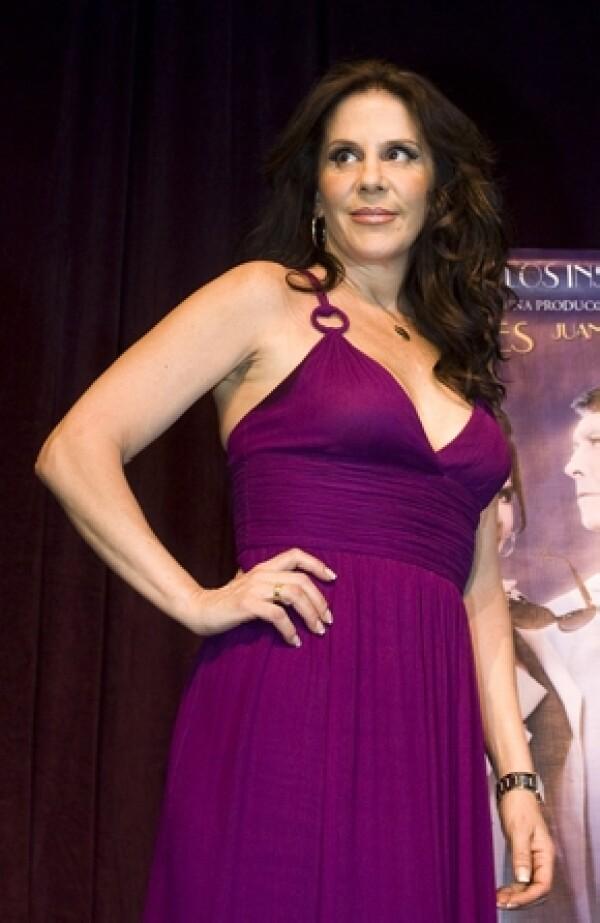 La guapa actriz dio a conocer el dia de hoy durante la conferencia de prensa de la obra de teatro Filomena Marturano, que tiene tres meses que se separó de Alejandro Camacho.