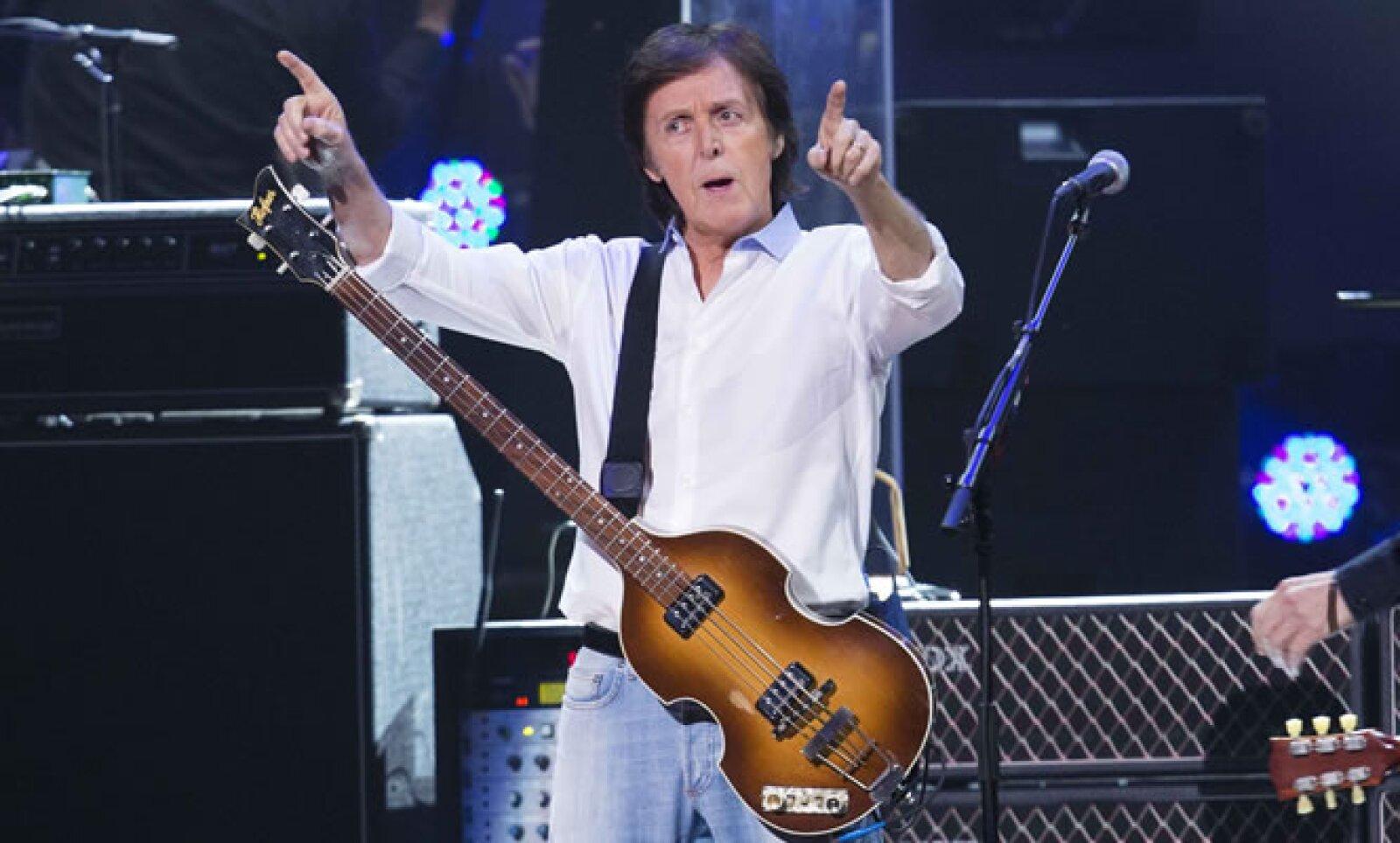 Sir Paul McCartney cerró el evento benéfico con temas clásicos de los Beatles. Dave Grohl y Krist Novoselic, ex integrantes de Nirvana, se sumaron al show del inglés.