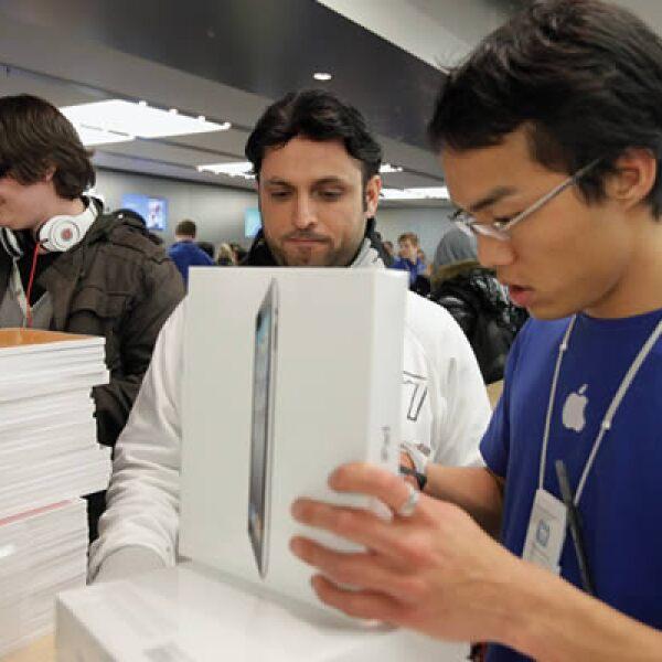 Un ejecutivo de Apple recolecta datos de un nuevo poseedor de la iPad 2.