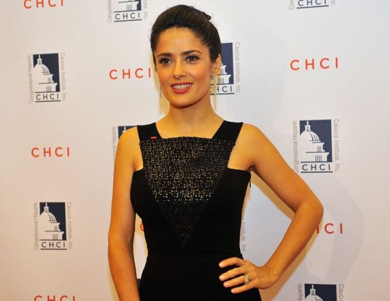 De acuerdo con Trejo, los productores no estaban convencidos de filmar con Salma Hayek por su marcado acento.