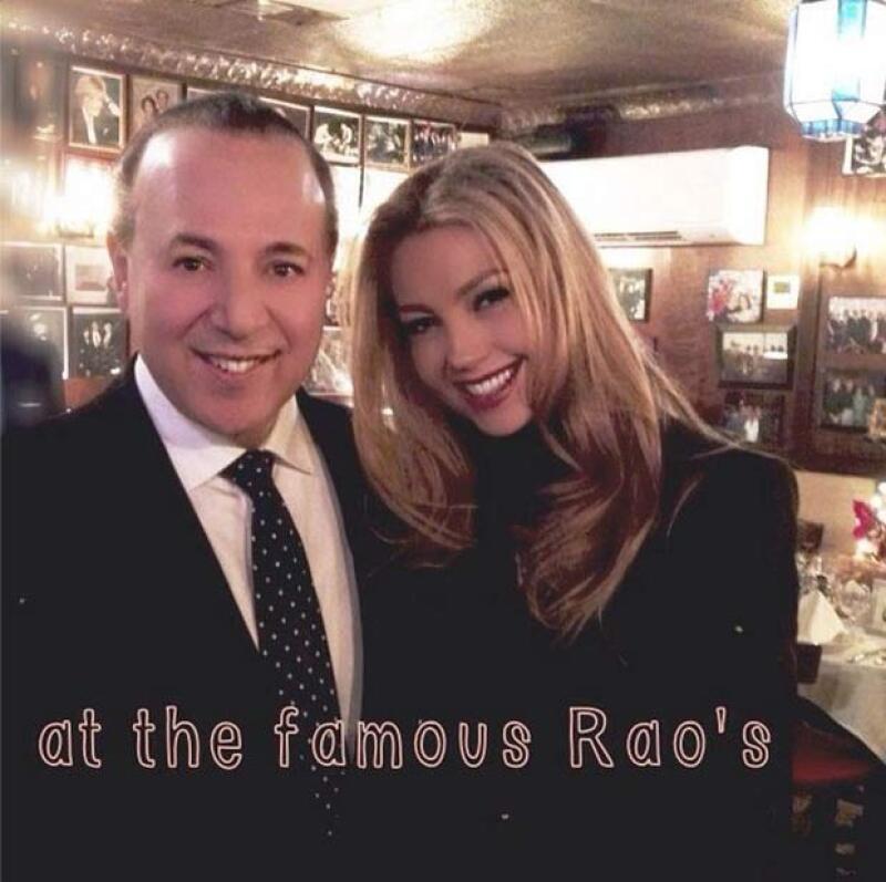 Thalía compartió esta imagen a lado de su esposo Tommy Mottola.