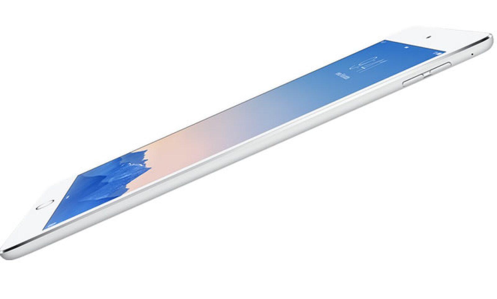 La nueva iPad Air 2 es 18% más delgada que su antecesora, con un grosor de 6.1 milímetros. La pantalla mide 9.7 pulgadas.