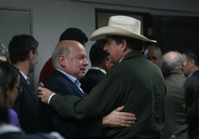 José Miguel Insulza (izq.) se reunió con Manuel Zelaya para tratar de resolver la crisis política en Honduras. (Foto: AP)