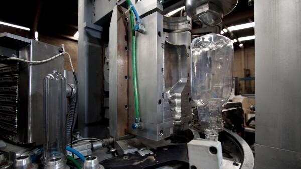 Se producen m�quinas sopladoras para botella de pet y equipos para extrusi�n.