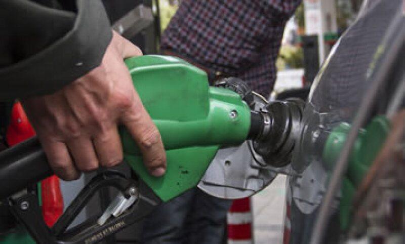 En 2013 las gasolinas acumularon un incremento de 1.32 pesos. (Foto: Cuartoscuro)