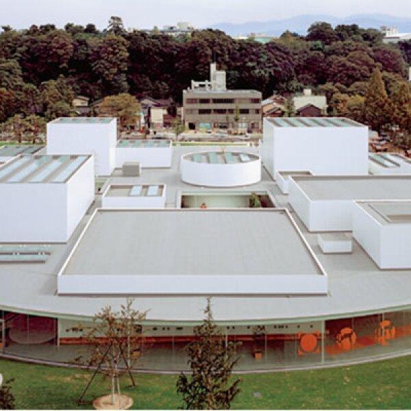 21st Century Museum of Contemporany Art de Kanazawa, Japón. Al exterior, jardines. Al interior, patios que privilegian la iluminación natural.