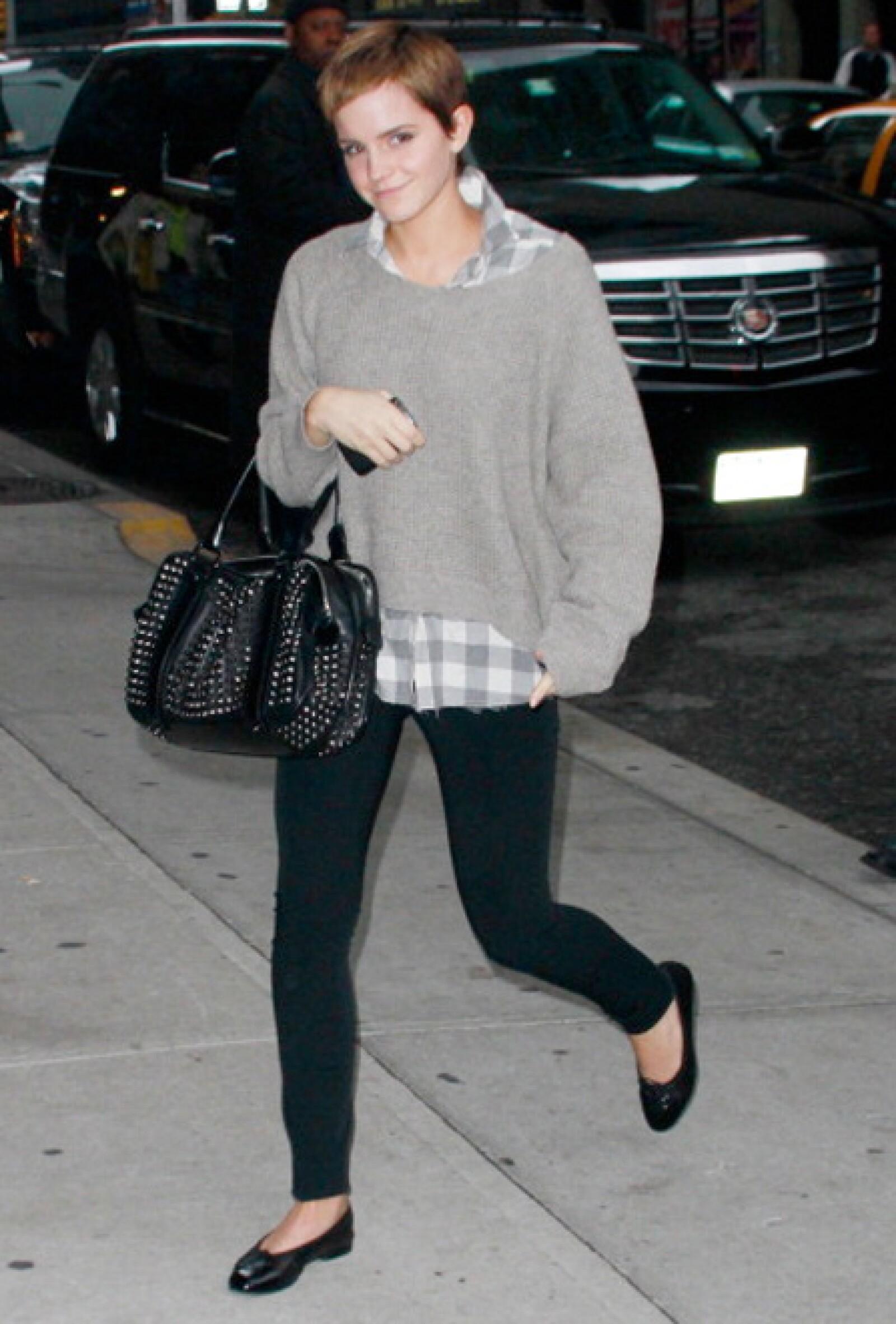 Emma Watson adopta un look cómodo.