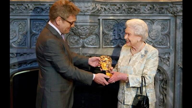 reina Isabel recibe BAFTA