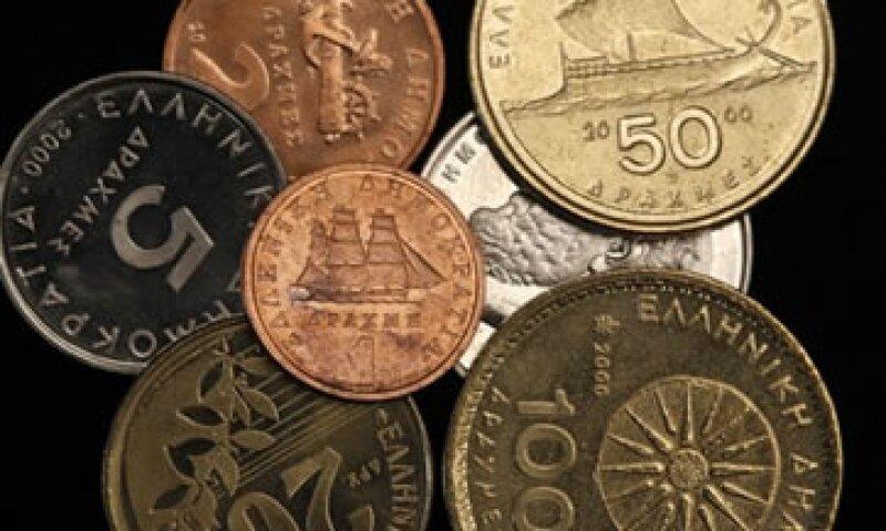 Los griegos verían una reducción automática en el valor de sus activos si hay una vuelta al dracma. (Foto: Reuters)