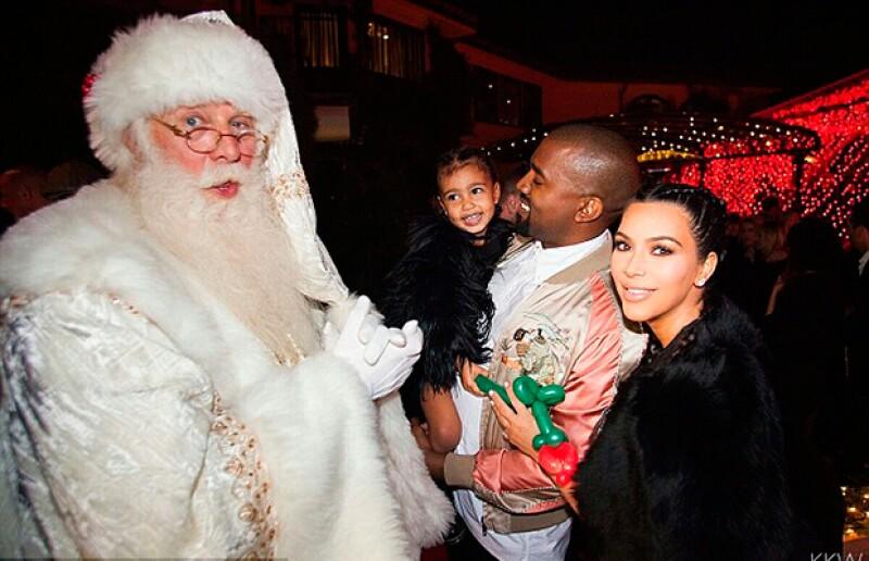 Kanye, Kim y North pasaron la Navidad en la fiesta anual de Kris, a la que también asistieron las hermanas de Kim y sus amigos más cercanos.