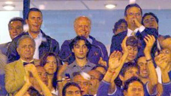 El rector de la UNAM, José Narro, y el jefe de gobierno del DF, Marcelo Ebrard, en el Estadio Universitario de Ciudad Universitaria.