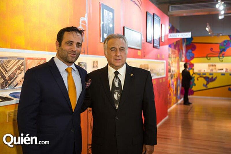 Bobby Slim y Miguel Ángel Torruco durante el recorrido de la exposición.