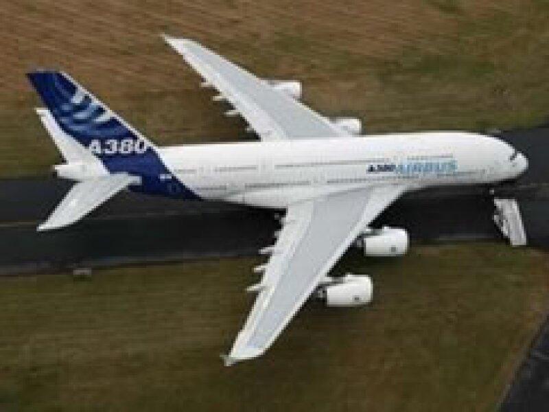 La aeronave 380 de Airbus tiene una capacidad de hasta 800 pasajeros, superando al Boeing 747 como el avión más grande del mundo. (Foto: Reuters)