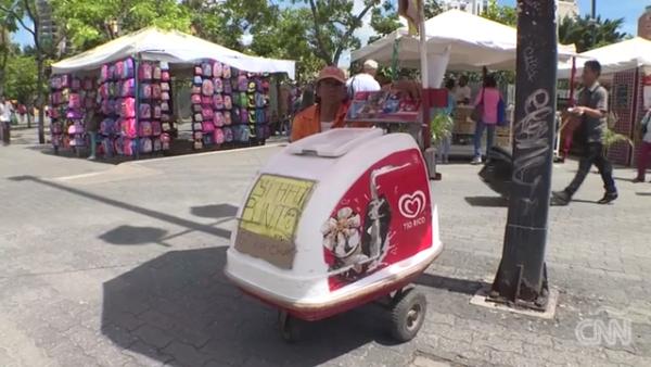 En Venezuela es más fácil comprar helados y dar limosna por transferencia bancaria