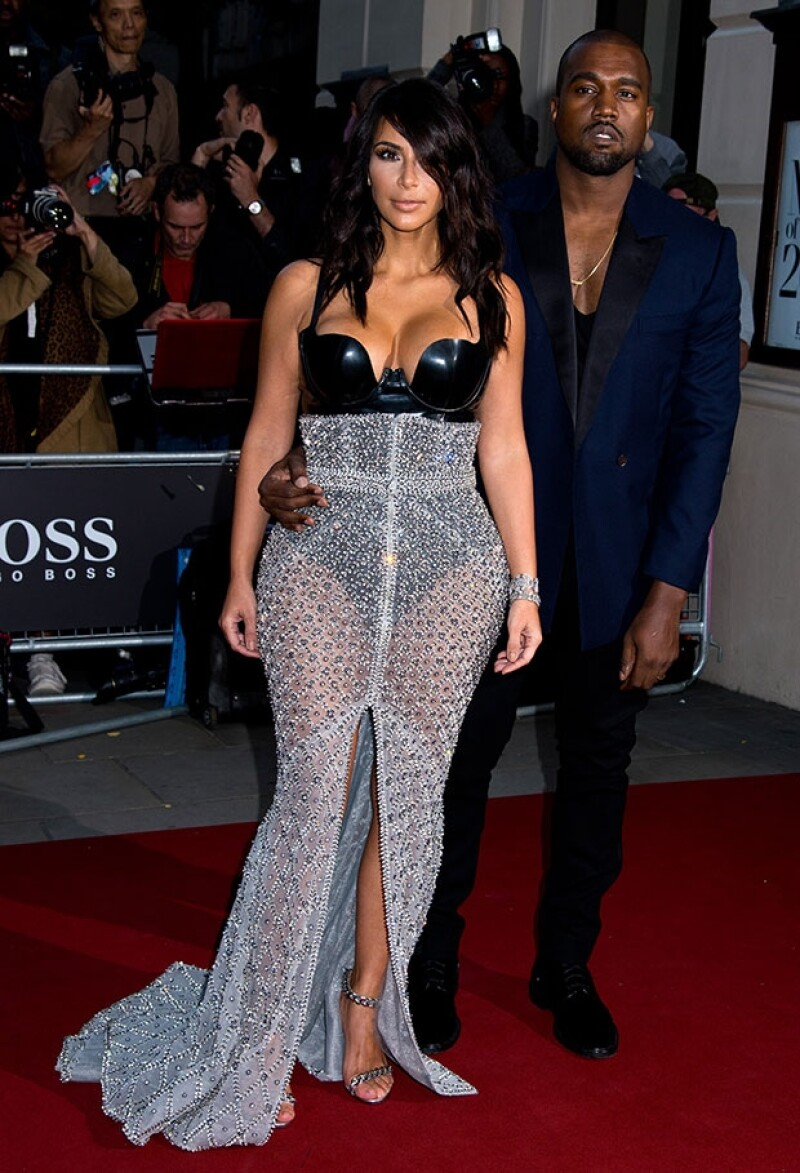 Kim Kardashian agradeció a su pareja por hacerla sentir la mujer del año día a día.