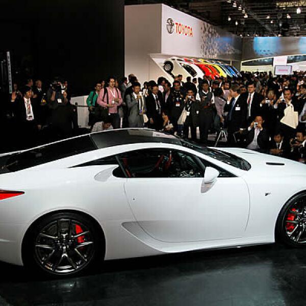 La marca de lujo de Toyota, Lexus, muestra su modelo LFA que estará disponible dentro de dos años.