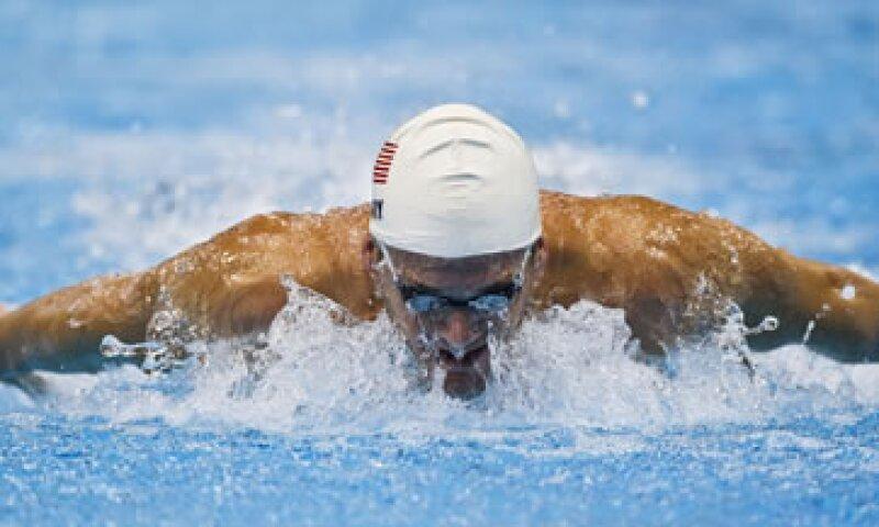 El nadador estadounidense Tyler Clary reanudó su trabajo como disc jockey en Londres luego de ganar una medalla de oro con récord olímpico en los 200 metros espalda. (Foto: AP)