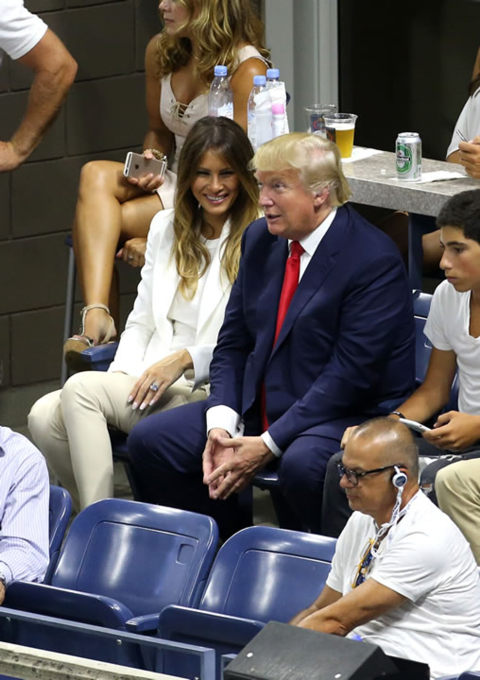 Donald Trump, quien fue abucheado por los asistentes, acudió con su esposa Melania.