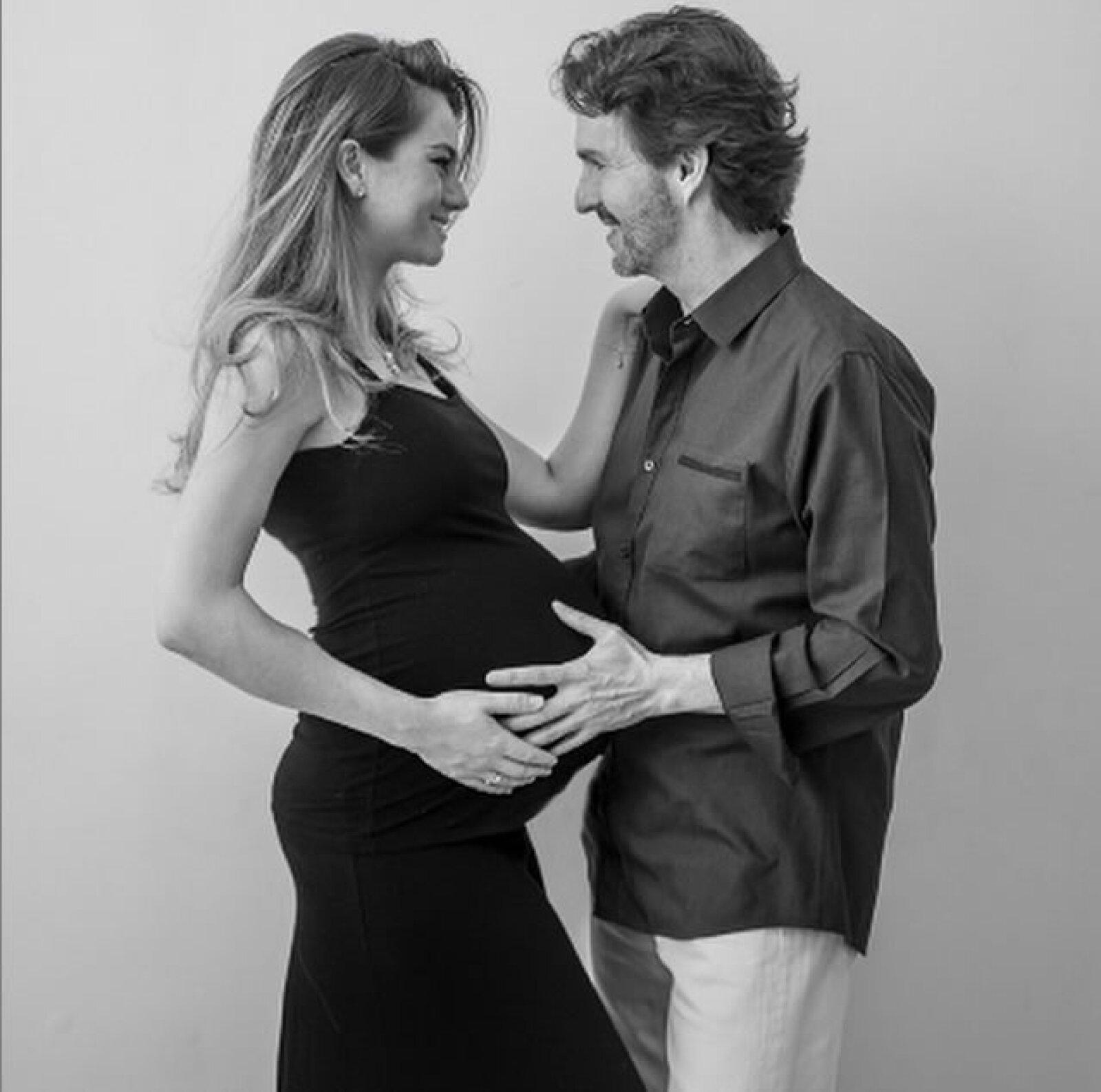 Paola y Fernando se casaron en octubre de 2012. Junto a esta linda imagen, ella dice segura: `Los bebés harán nuestro amor más fuerte´.