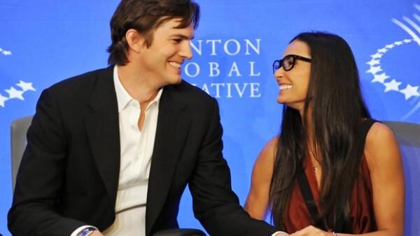 La pareja cumple hoy cinco años de matrimonio y ayer se les vio muy sonrientes a pesar de que una chica de 21 años asegura que el actor engañó a su esposa.