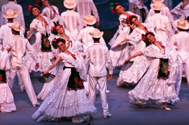 El Ballet Folklórico de México de Amalia Hernández presenta su nueva Gala para conmemorar las fiestas patrias.