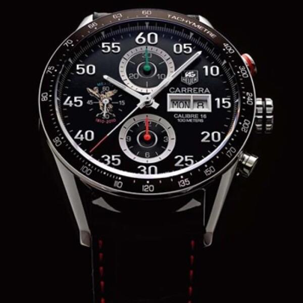 Tag Heuer presentó un reloj con correa de cocodrilo y costuras rojas, y caja de acero.