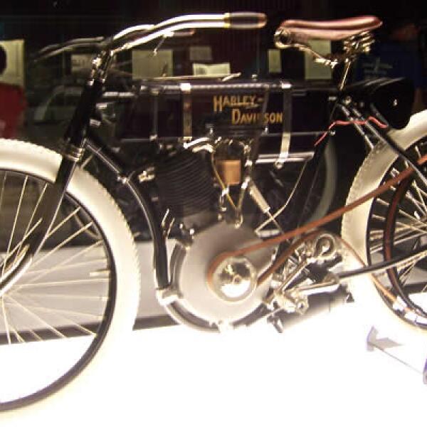 En 1903 se creo la primer Harley Davidson en un garage de Milwaukee, Wisconsin.