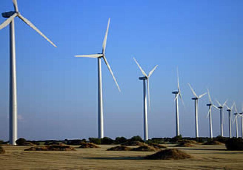 Cemex quiere generar energía, al menos, para el 25% de sus necesidades eléctricas en sus plantas de México.  (Foto: Especial)