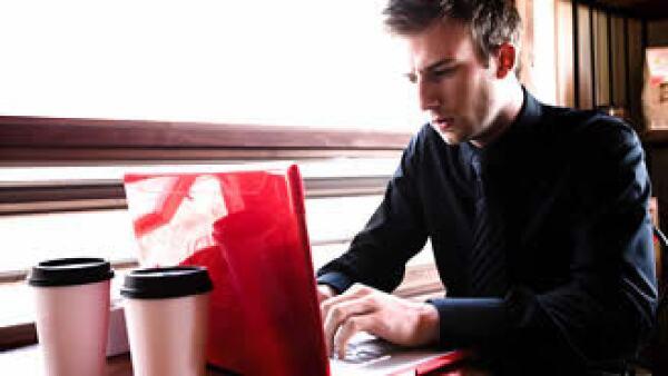 Tener a tu jefe en tu red social puede traerte grandes desventajas. (Foto: Jupiter Images)