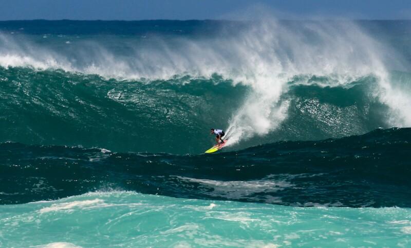 El video más extremo de surf que verás hoy